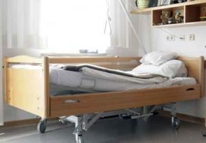 Bett im Pflegeheim